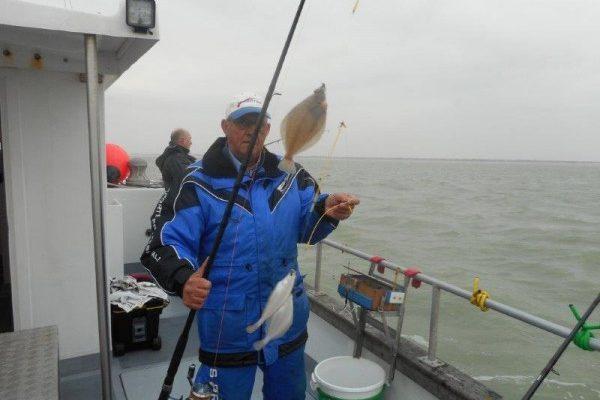 Ook rond springgetij gestapelde vis in Voor-delta