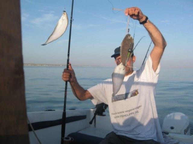Uptide op tong vissen, Tactieken